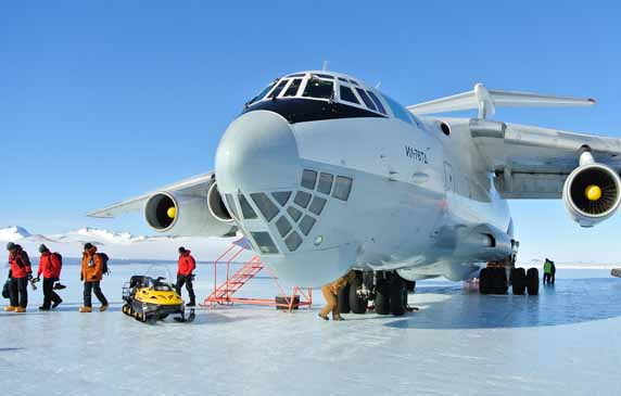 IL-76 at Union glacier
