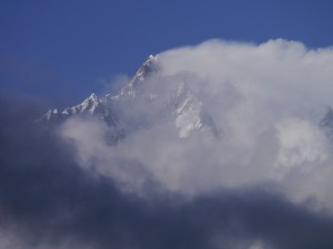 Lhotse+in+the+clouds1