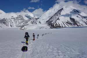 Hiking up the Kahiltna Glacier_2