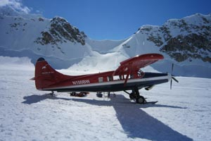 Ski Plane on the SE Fork of the Kahiltna_2