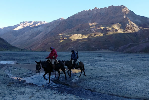 aconcagua crossing vacas river